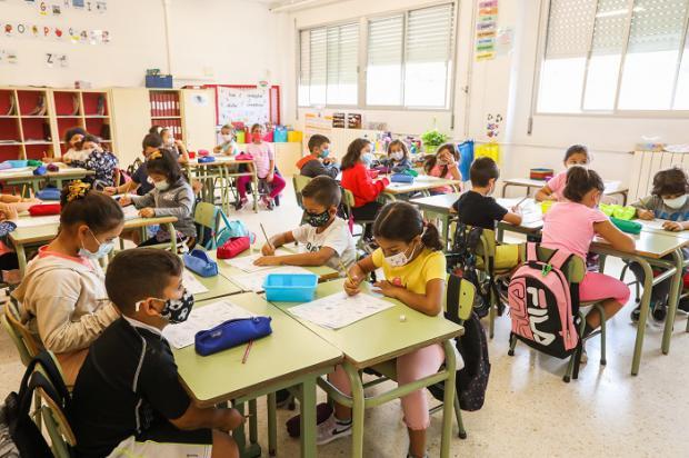 El Ayuntamiento de Gavà ofrece nuevas becas a las escuelas públicas y concertadas para mejorar la digitalización y la calidad educativa