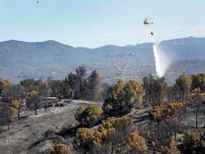 """Una """"negligencia grave"""" podría estar detrás del incendio forestal de Castellví de Rosanes"""