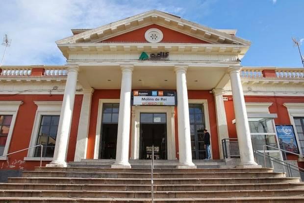 La Generalitat sanciona a Renfe con 20.000 euros por dejar atrapadas a una docena de personas en la estación de Molins de Rei