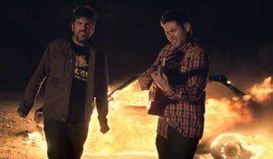 Imagen del vídeoclip Fuego de Estopa.