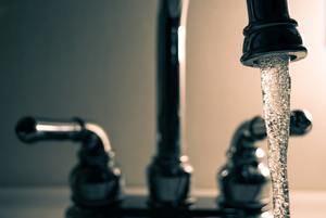 El AMB quiere frenar el incremento del recibo del agua que propone Aguas de Barcelona