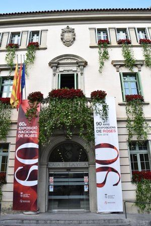 La cultura popular, la gastronomía y las rosas llenarán Sant Feliu este fin de semana