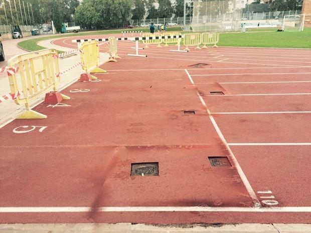 Preparación para la reforma que se está realizando en la pista de entrenamiento de atletismo de Gavà.