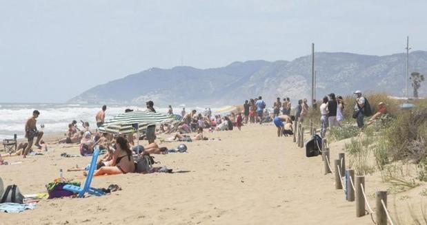 Gavà y Castelldefels blindarán sus playas a los botellones durante la verbena de Sant Joan