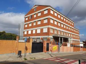 Polémica por los lazos amarillos en el colegio Goar de Viladecans