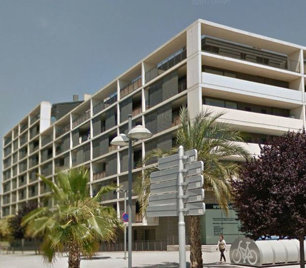 Más de 300 personas viven actualmente en el enorme bloque del 113 de la Av. Barcelona de Sant Joan Despí
