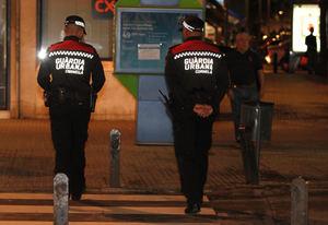 La rápida actuación de un agente de la Guardia Urbana de Cornellà salva a una niña de morir atragantada