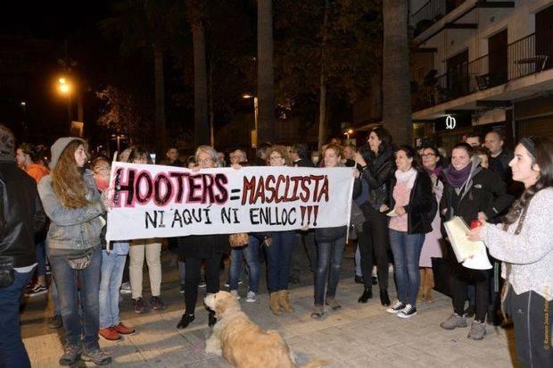 La concentración ha sido convocada por el Espacio Feminista de Castelldefels