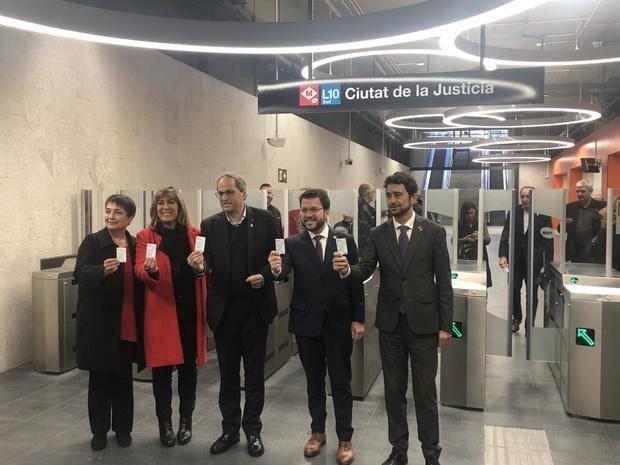 De izquierda a derecha: Rosa Alarcón, Nuria Marín, Quim Torra, Pere Aragonés y Damià Calvet, en la inauguración de la nueva estación de metro de L'Hospitalet