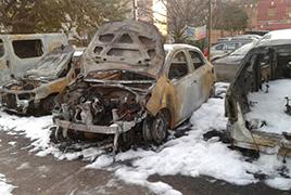 Divuit vehicles incendiats a un pàrquing d'Esplugues