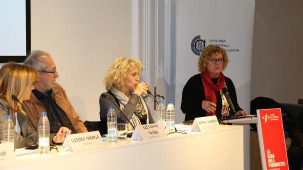 Neus Bonet, decana del Col·legi de Periodistes de Catalunya, presentó el acto en la sede de la entidad