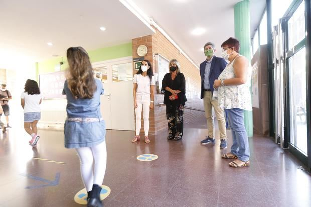 El curso escolar comienza sin los recursos prometidos por la Generalitat a los centros del Baix y L'Hospitalet