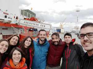 Joana, a la izquierda de la imagen, parte en una nueva expedición científica a la Antártida