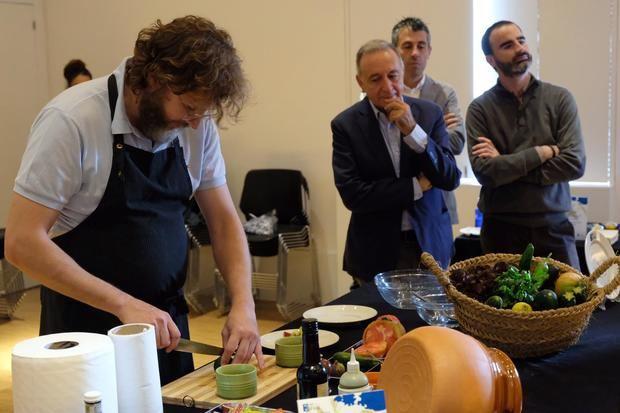 El chef Rafa Peña ha protagonizado esta mañana un showcooking durante la presentación de las jornadas.