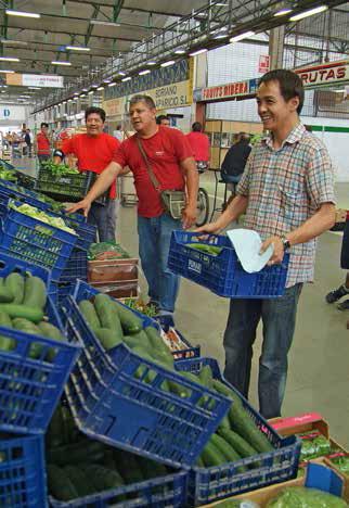 Más de la mitad de los autoservicios de alimentación de la zona metropolitana está regentado por extranjeros