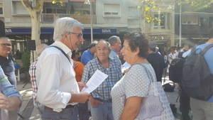 Parés ha participado, siempre en segundo plano, en gran parte de las concentraciones y actos a favor del referéndum; en la imagen, en el centro, en El Prat de Llobregat