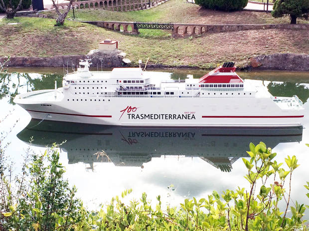 Un barco de Transmediterránea atraca este 11-S en Catalunya en Miniatura