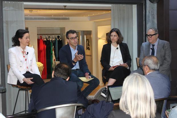 De izquierda a derecha: Alexandra Domínguez (Santa Eulalia); Salvador Tasqué, director de Negocio Propio Fira de Barcelona; Alba Batiste, directora de RBEWC 2019 y José Luis Nueno, profesor de IESEy responsable de los contenidos del Congreso RBEWC.