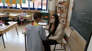Gavà distribuye mascarillas transparentes contra el covid-19 en todos los centros ecucativos