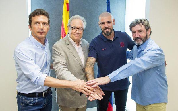 Valdés junto con Guillermo Amor, Silvio Elías y José Mari Bakero, en su presentación.
