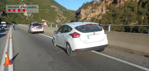 Denunciado penalmente un vecino de Sant Boi por conducir 35 km sin un neumático y cuadriplicando la tasa máxima de alcohol