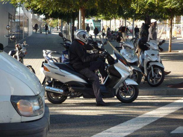 Veto a las motos sin distintivo DGT los días de contaminación