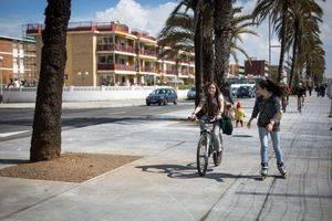 Castelldefels inicia la primavera con el nuevo paseo Marítimo abierto a la ciudadanía