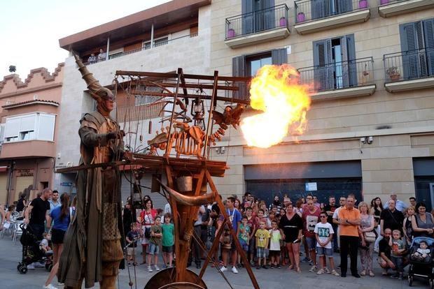 El Festival 'Al Carrer' llena las calles de Viladecans de espectáculos