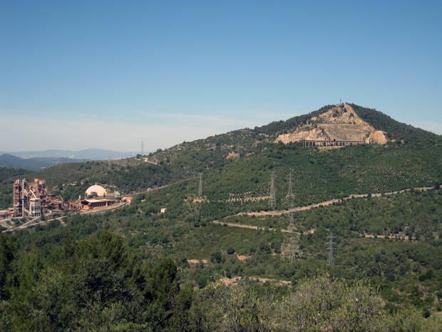 El Puig d'Olorda des del parc del Cerdanet de Sant Feliu de Llobregat