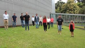 Foto de grupo de los firmantes del pacto del Baix Llobregat para superar la crisis del Covid-19