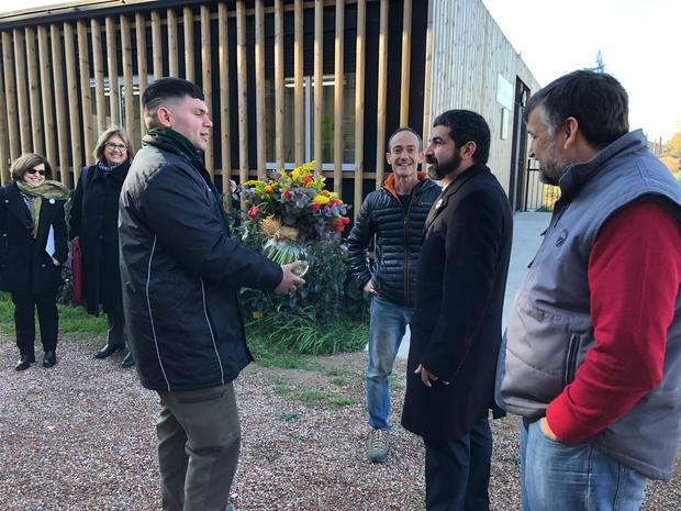 Chakir El Homrani -segundo derecha- visitando el Parc Agrari del Baix Llobregat