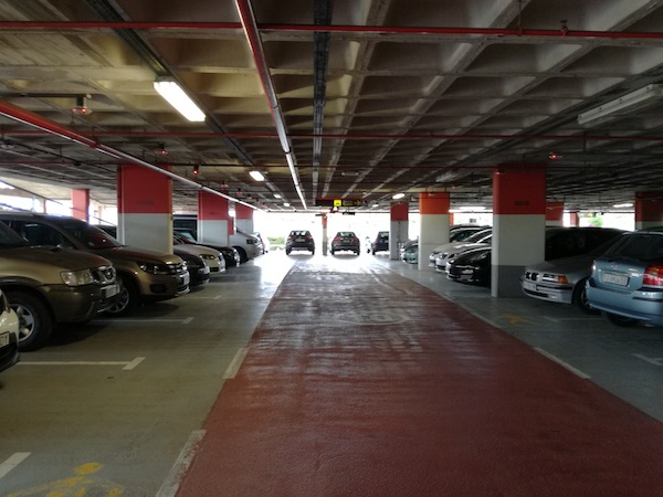 Detenidos dos ladrones de joyas en el parking del Aeropuerto de El Prat