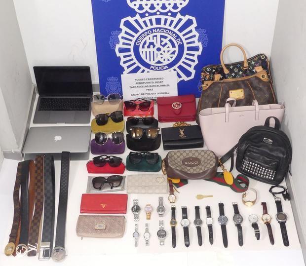 Material incautado por la Policía Nacional en el Aeropuerto de El Prat