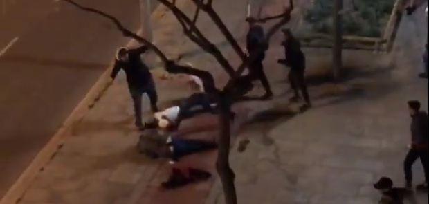 Una batalla multitudinaria en Cornellà deja tres heridos, uno de ellos por arma blanca