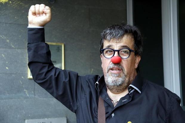 El regidor Jordi Pesarrodona se hizo famoso por posar con una nariz roja ante un guardia civil el año pasado.