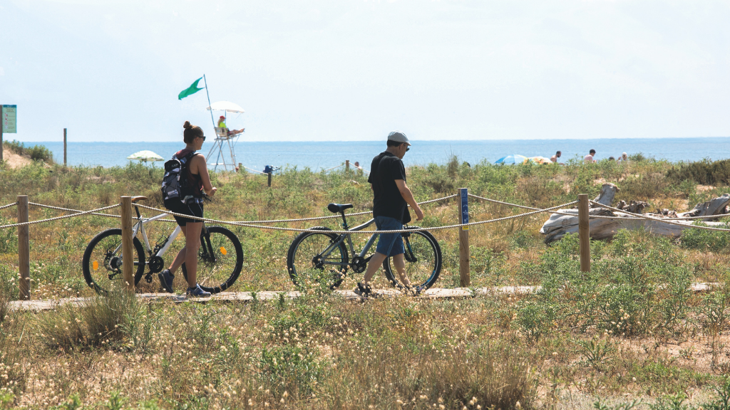 Los nuevos accesos hacen las playas de Viladecans más cómodas y seguras