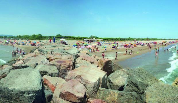Un equipo de agentes especiales garantizará la seguridad sanitaria en las playas de Viladecans