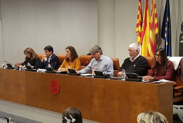 El documento ha contado con el voto favorable de CiU, ERC y PSC y la abstención de Entesa