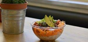 Pokebowl, la fiebre de la ensalada hawaiana llega a Gràcia