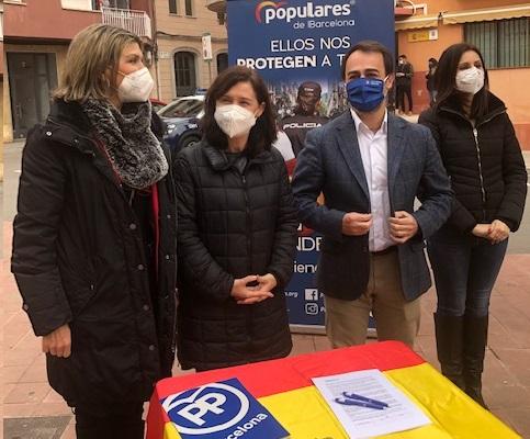 El PP de L'Hospitalet recoge firmas en defensa de la policía tras los graves altercados por Hasél