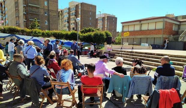 La plaza del Ateneu de les Arts de Viladecans poco antes de comenzar la presentación de la candidatura de Purificación González.