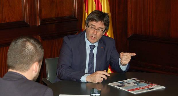 Puigdemont está a horas de dar un paso al frente definitivo en el llamado 'procés'. En la imagen, durante la entrevista con El Llobregat, el pasado diciembre de 2016, en su despacho del Parlament de Catalunya