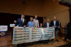 Puigdemont llama a la participación el 1-O en defensa de los valores democráticos en su visita a L'Hospitalet