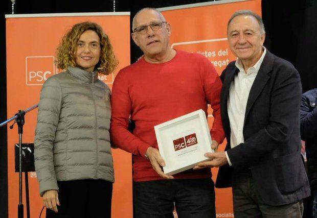 Rafael Medina -en el centro- junto a Meritxell Batet y Antoni Poveda