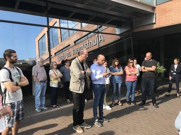 Rafanell y Castellano, pidiendo la liberación de los líderes de ANC y Òmnium en las puertas del Ayuntamiento