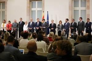 """Puigdemont y Junqueras comunican a todos los alcaldes de Cataluña la cesión de los espacios electorales """"habituales"""" para el 1-O"""