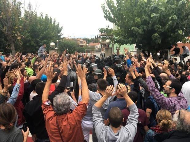 Juzgan a un guardia civil por presunta agresión a dos votantes del 1-O en Sant Esteve