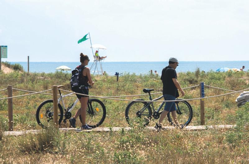 Viladecans veta el acceso de los forasteros a la playa durante la verbena para evitar contagios