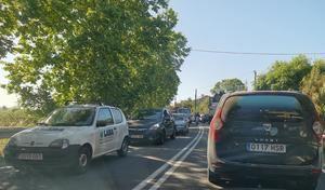 Un accidente en Sant Feliu provoca importantes retenciones en la comarca