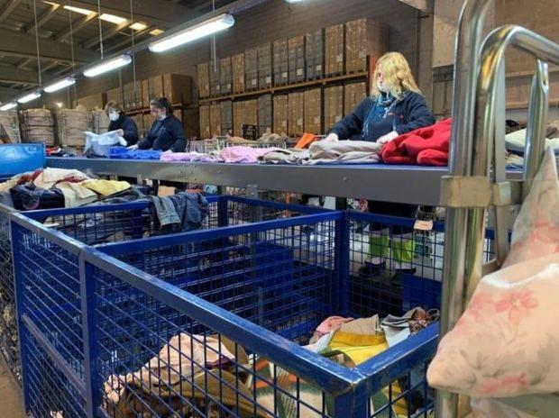 La planta de reciclaje textil de Sant Esteve trata 6,5 millones de kilos de ropa en el primer semestre del año
